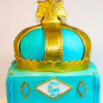 Royal boy baby shower gold crown cake